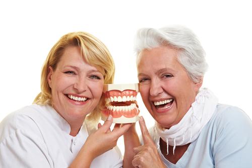 comment vivre avec un dentier