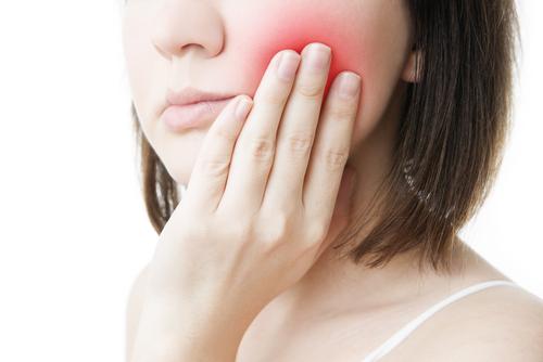 douleur sous une couronne dentaire